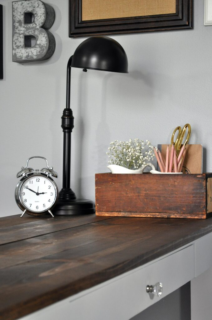 Farmhouse Desk Makeover. 4
