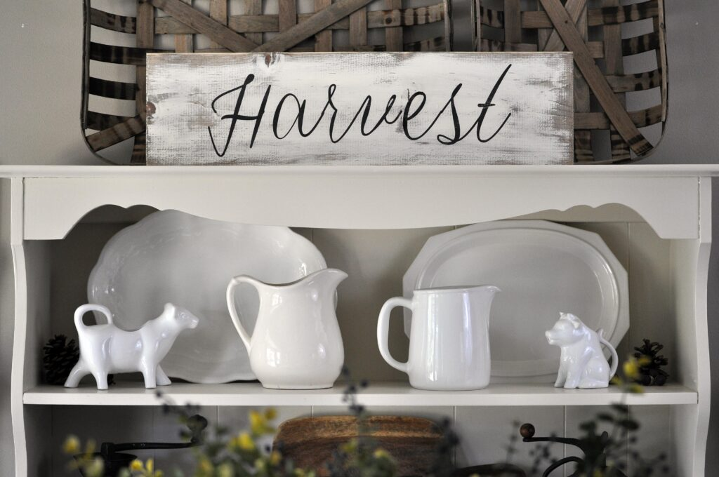 Farmhouse Fall Tour of Homes. Harvest Sign.