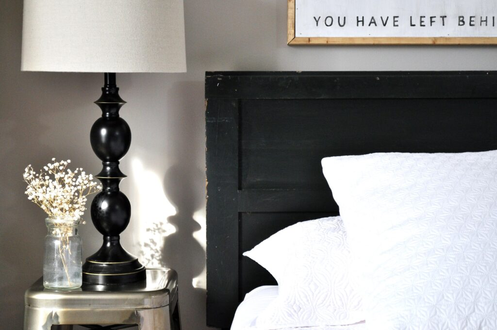 Vintage Door Headboard. Super Easy Headboard