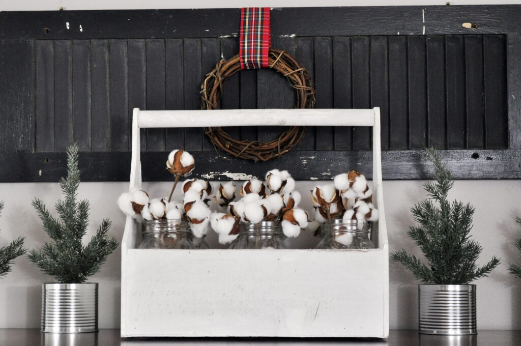 Farmhouse Chrismas Home Tour. Chest Decor