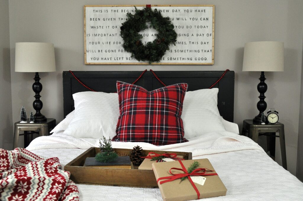 Farmhouse Chrismas Home Tour. Guest Bedroom