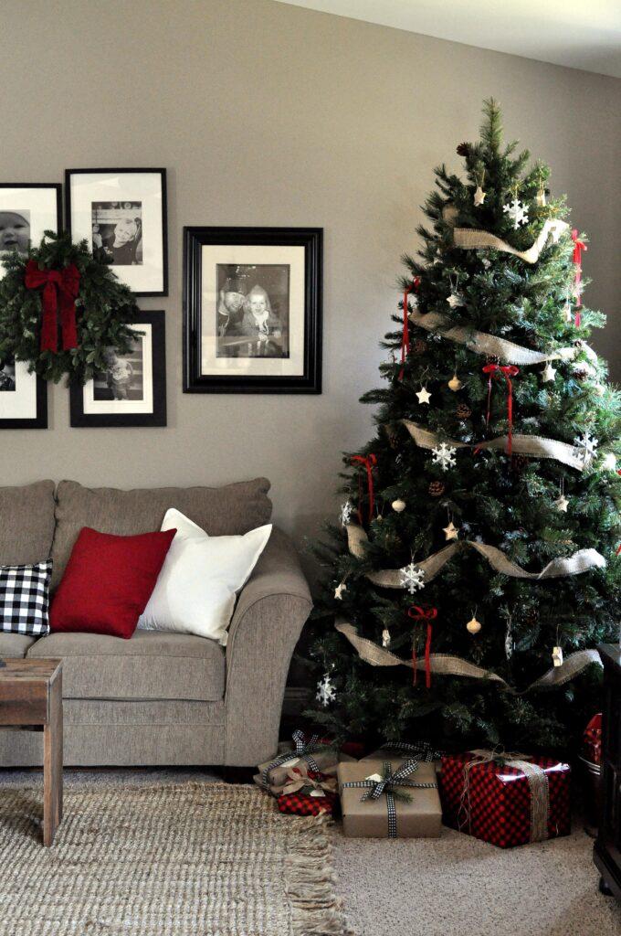 Farmhouse Chrismas Home Tour. Living Room Tree