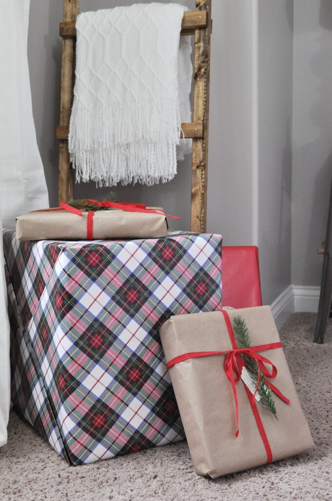 Farmhouse Chrismas Home Tour. Plaid Presents