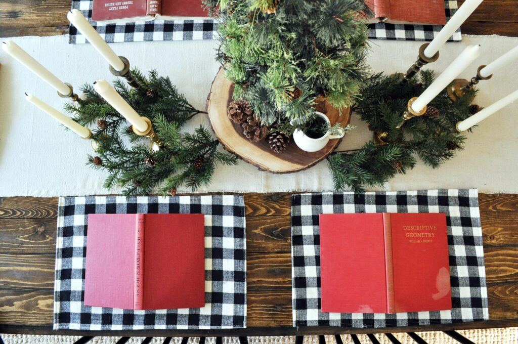 Farmhouse Chrismas Home Tour. Tablescape