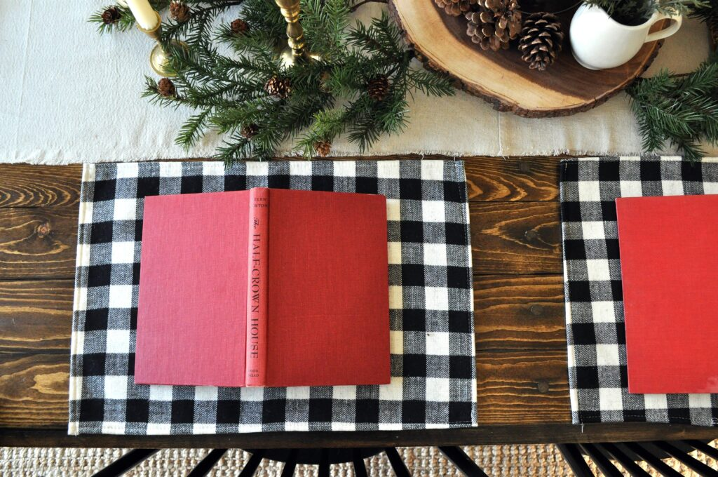 Farmhouse Christmas Home Tour. Table Setting