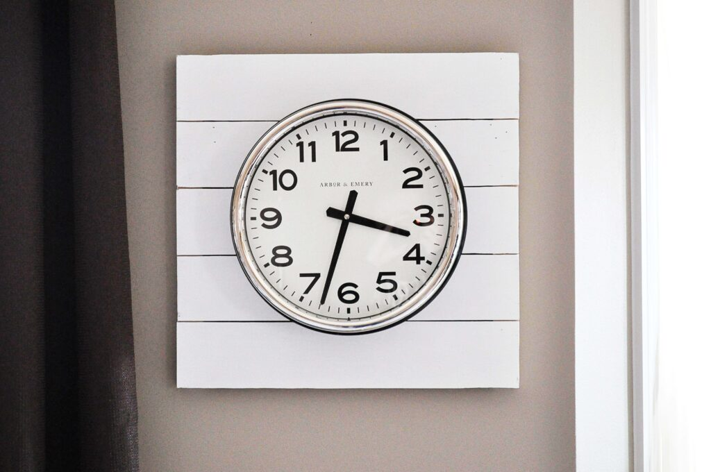 DIY Planked Clock. Cute Planked Clock