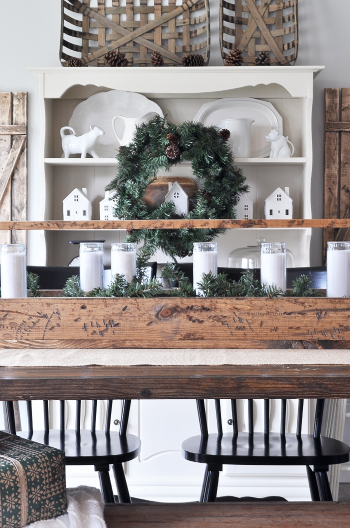 Simple christmas dining room little glass jar for Simple dining room decor