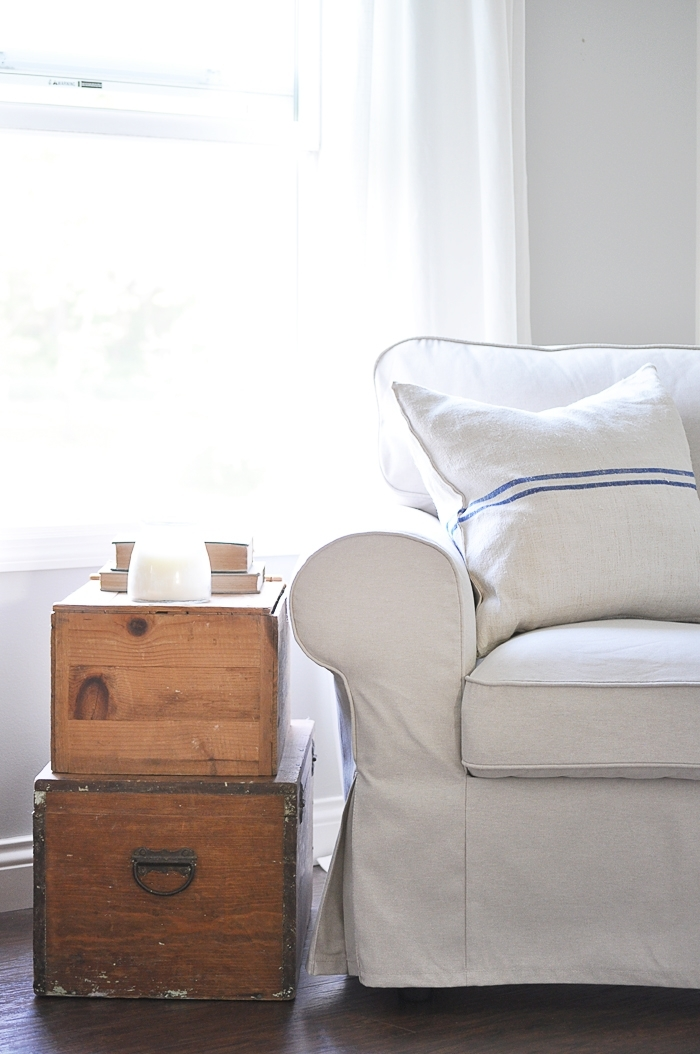 Beautiful slipcovered farmhouse style sofa and armchairs from Ikea!