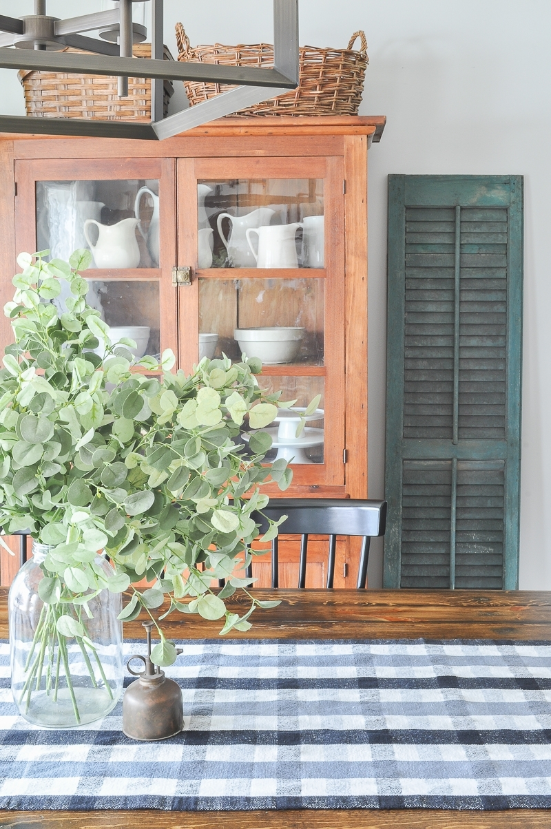 The Best Farmhouse Style Fabrics for Decorating