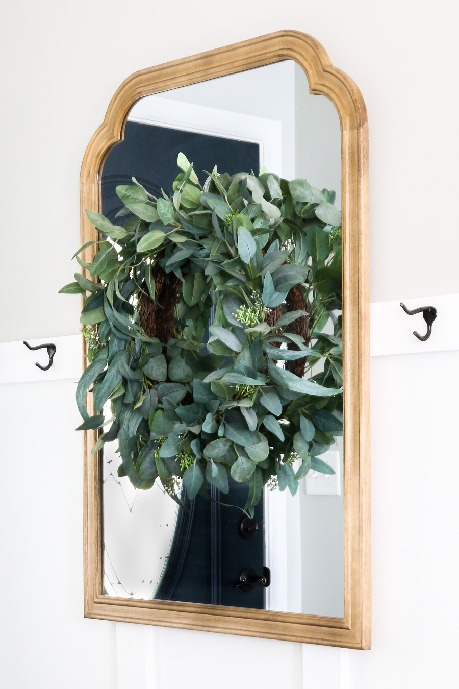 How to Decorate a Small Entryway